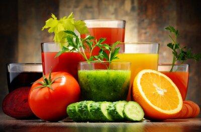 Plakat Okulary z świeżych warzyw organicznych i soków owocowych