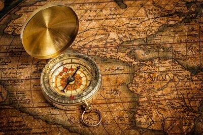Plakat Old vintage złoty kompas na starej mapie