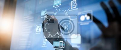 Plakat Opracowywanie technologii programowania i kodowania za pomocą projektu strony internetowej w wirtualnym diagramie.co koncepcja spotkania zespołu roboczego, biznesmen pracujący z szerokim ekranem kompu