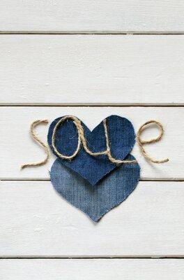 oryginalne tło z stylowym napisem ze sprzedaży sznurka w ręku i serca denim