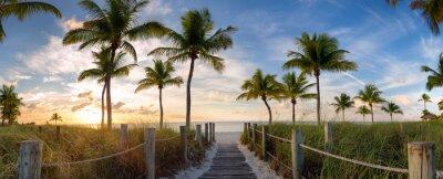 Plakat Panorama widoku kładki do plaży Smathers przy wschodzie słońca - Key West na Florydzie.