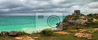 Panoramiczny widok na karaibskim wybrzeżu w pobliżu Strażnicy w lesie