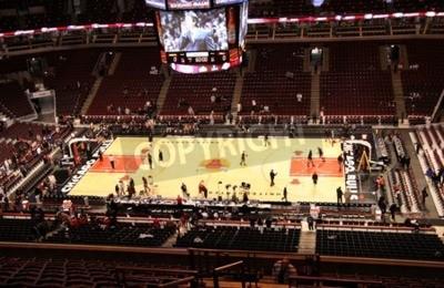 Plakat Photo of the United Center, krytym sportowe areny domu do Chicago Bulls w National Basketball Association (NBA) z siedzibą w Chicago, Illinois, USA podjęta w dniu 11 kwietnia 2009.