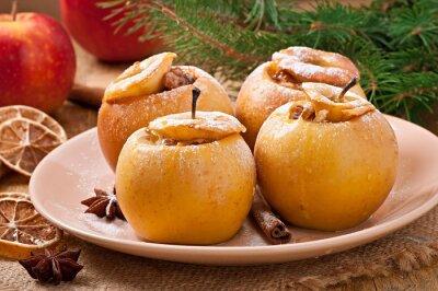 Pieczone jabłka z miodem i orzechami