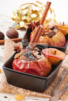 Pieczone jabłka z rodzynkami, orzechami i miodem