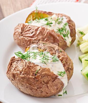 Pieczone ziemniaki z kwaśną śmietaną wypełniony