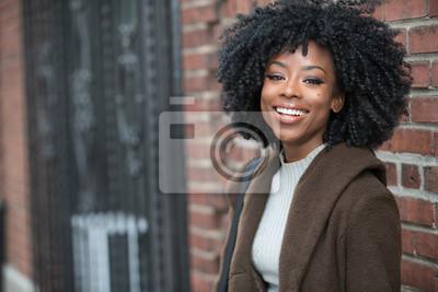 Plakat Piękna czarna kobieta się śmiać