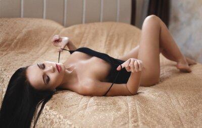 Plakat Piękna dziewczyna pozowanie nago