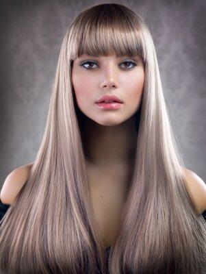 Plakat Piękna dziewczyna z blond włosami. Zdrowe długie włosy