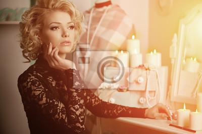 Plakat Piękna kobieta luksus bogaty jak Marilyn Monroe. Piękne fashiona