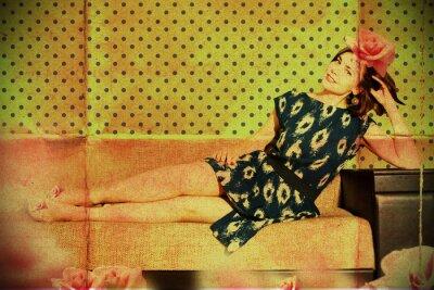 Plakat piękna kobieta w pokoju retro