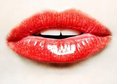 Plakat Piękna kobieta z Czerwone usta błyszczące bliska