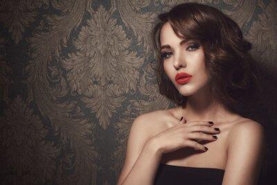 Plakat Piękna kobieta z czerwonymi ustami