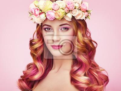Piękna Modelka Dziewczyna Z Kolorowymi Farbowanymi Włosami Dziewczyna Plakaty Redro