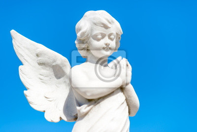 Plakat Piękne dziecko anioł na niebieskim niebie