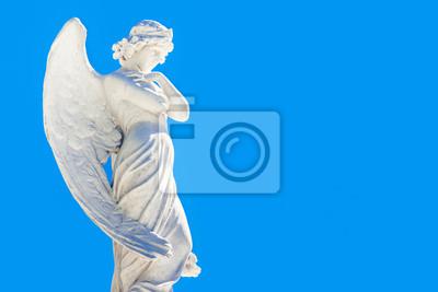 Plakat Piękny anioł na niebieskim niebie