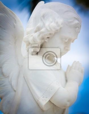 Plakat Piękny anioł z niebieskim tle nieba