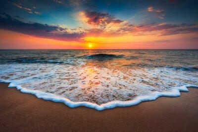 Plakat Piękny wschód słońca nad morzem
