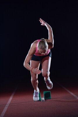 Plakat piksele konstrukcja kobieta sprinter pozostawiając blokach startowych