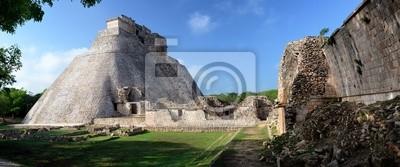 Plakat Piramida Magician w mieście Majów Uxmal na Jukatanie