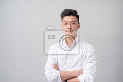 Plakat Portret dobrego asian patrz? C na szarym tle.