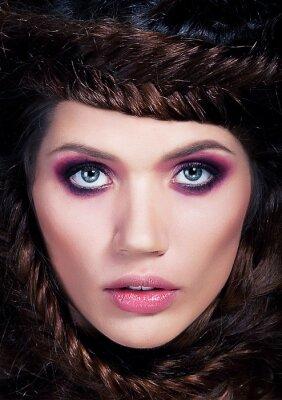 Plakat Portret ładny model fotograficznego - urocza młoda dziewczyna Brunet