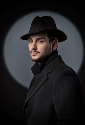 Plakat Portret przystojny mężczyzna patrząc na kamery