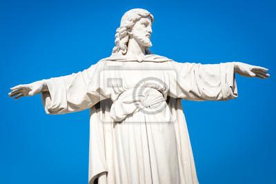 Plakat Posąg Jezusa Chrystusa z ramionami rozszerzony na błękitne niebo