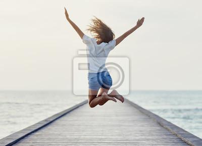 Plakat Powrót widok dziewczyny skoków na molo