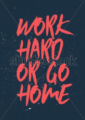 Plakat Pracuj ciężko lub idź do domu - Inspirujące i motywujące słowa. Projekt plakatu siłowni i treningu. Pojęcie typograficzna. Sztuka plakatu