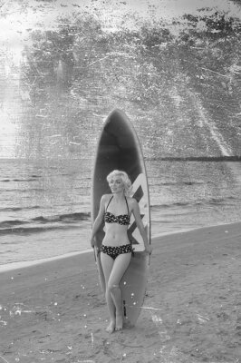 Plakat Pretty blond girl model like Marilyn Monroe with surfing board on a beach