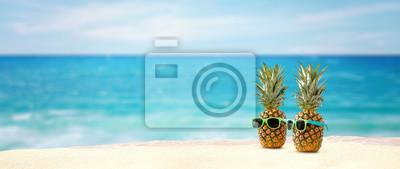Plakat przestrzeń ananasowa i plażowa