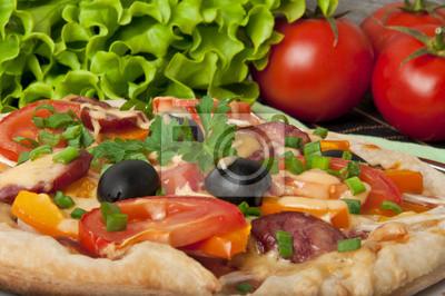 Przeznaczone do walki radioelektronicznej z pizza z pomidorów, ser, oliwki czarne i papryki
