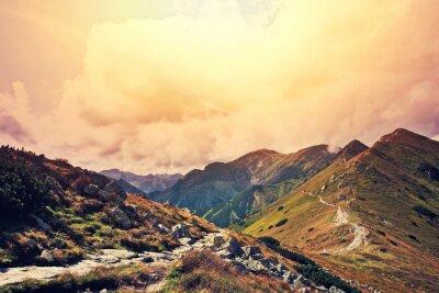 Plakat Przyroda w krajobrazie gór.