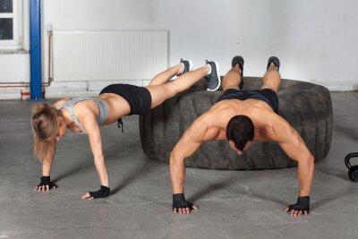 Plakat Push up ćwiczenia na treningu CrossFit opon