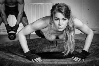 Plakat Push up on a tire crossfit training