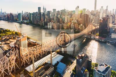 Plakat Queensboro Bridge nad East River w Nowym Jorku