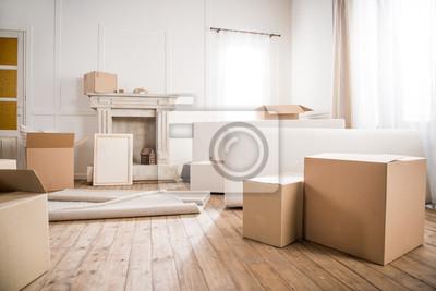 Plakat Ramka do zdjęć i pudełka kartonowe w pustym pokoju, koncepcja relokacji