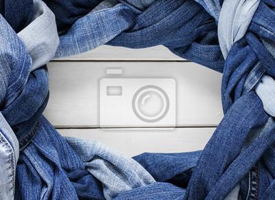 ramki stylowe plecionki i warkocze tkane i skręcone z różnych blue jeans na białym tle