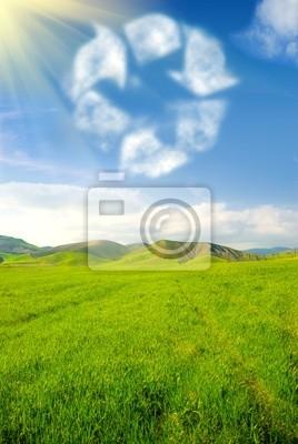 Plakat Recykling symbol na niebie z trawiastych krajobrazu
