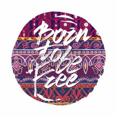 Plakat Ręcznie rysowane litery z frazą Born być wolny na tle dekoracyjne w stylu boho. Unikalny plakat typografii lub projektowania odzieży