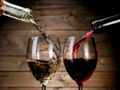 Plakat Red and white wine pouring on wood background