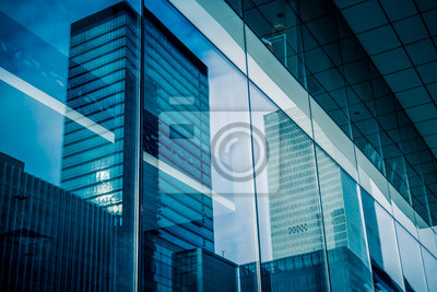 Plakat Reflection of architecture on modern office building