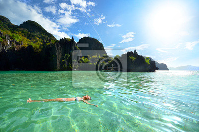 Relaks na wodzie w skałach