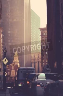 Plakat Retro Style ruchliwych ruchu i wysokich drapaczy chmur w Bostonie USA