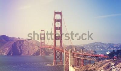 Plakat Retro stylizowany obraz mostu Golden Gate w San Francisco, USA.