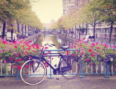 Plakat rowerów na moście