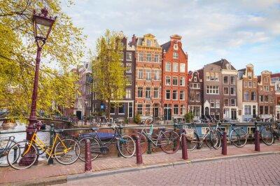 Plakat Rowery zaparkowane na most w Amsterdamie