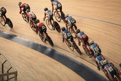 Plakat rowerzyści jeździć niemal w widoku z góry krzywej
