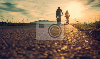 Plakat Rowerzyści na drodze słońca